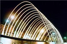 拱形波光跳喷泉