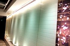 餐厅玻璃水幕墙走廊设计