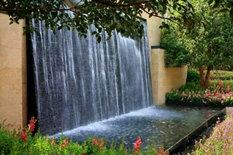 别墅庭院水幕墙花园一角