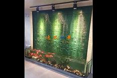 波纹玻璃水幕墙鱼缸